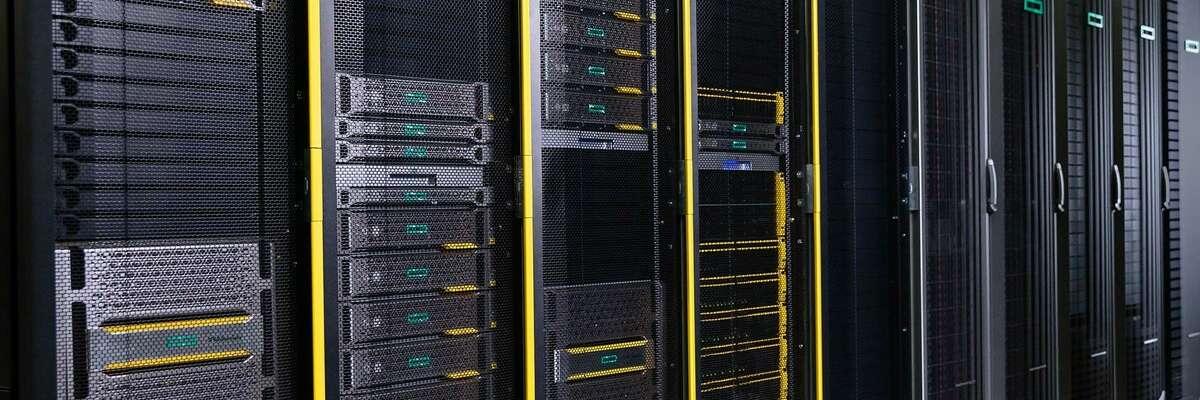 Server Racks in einem Rechenzentum